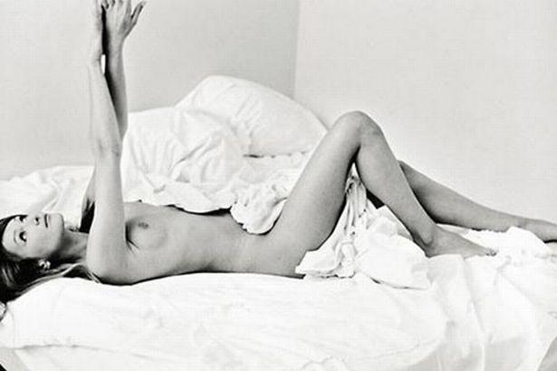 Фото №7 - Девушка дня: Карла Бруни