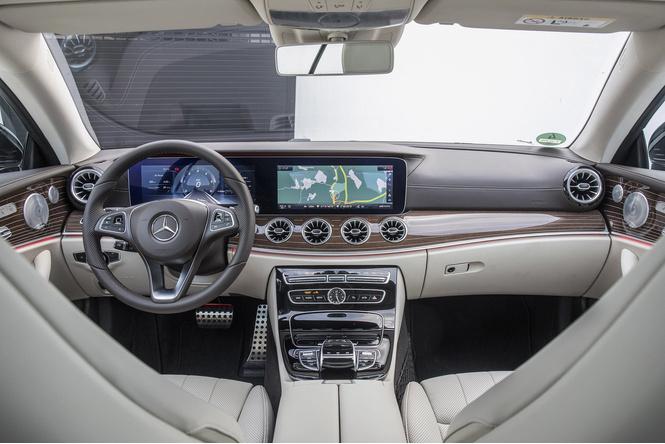 Чтобы управлять купе Е-класса, нужно сначала отключить автопилот