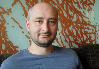 Аркадий Бабченко жив! И дал пресс-конференцию, на которой все объяснил (ВИДЕО)