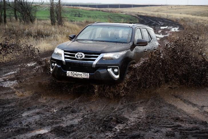 Фото №3 - Toyota Fortuner: большой, емкий, крепкий