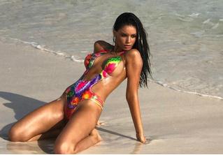 Полюбуйся на победительницу конкурса пляжного номера Sports Illustrated!