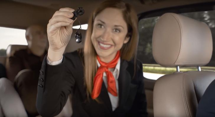 Фото №1 - Если бы в такси действовали правила авиаперелетов. Уморительное видео!
