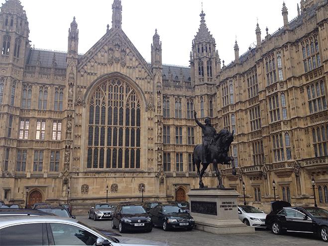 Памятник Ричарду I Львиное Сердце во дворе старого дворца (Old Palace Yard) около Палаты лордов