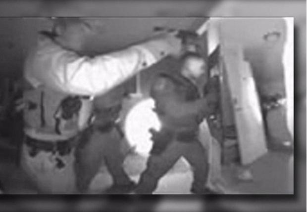 Фото №1 - В Аризоне полиции пришлось штурмовать дом, чтобы забрать непривитого ребенка