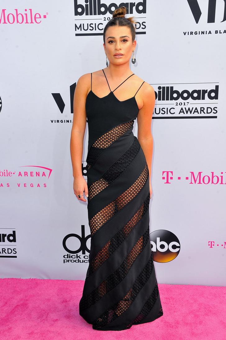 Фото №1 - Вагино-платья, «голые» платья и другие смелые наряды звезд на церемонии Billboard Awards