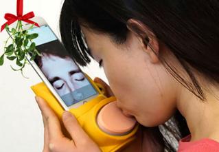 В Великобритании сделали устройство для поцелуев на расстоянии