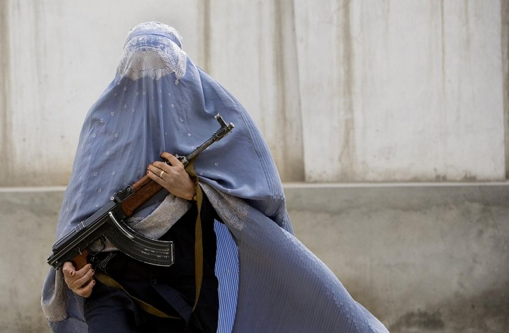 Фото №12 - Самые красивые девушки-полицейские мира