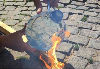 Новые бутылки «Святой источник» к ЧМ-2018 оказались пожароопасными! (ВИДЕО)