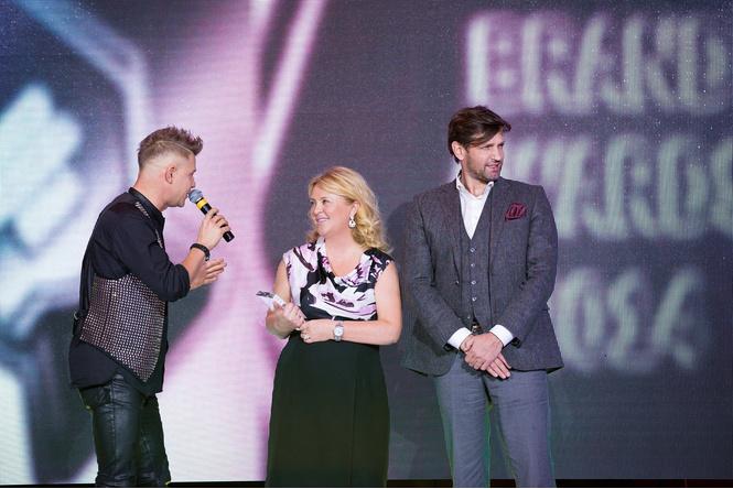 Тамара Шкулёва и Илья Безуглый получают награду