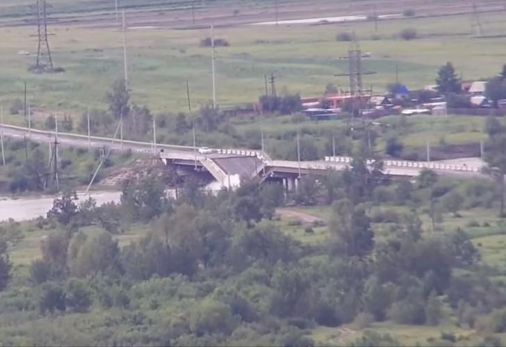Фото №1 - Гляди, этот мост в Чите через секунду рухнет! (эпичное ВИДЕО)