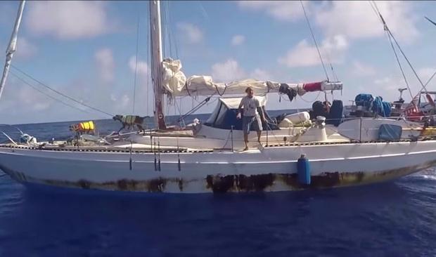 Фото №2 - Две американки и две собаки 5 месяцев дрейфовали в океане. Рассказываем, как они выжили (бонус — ВИДЕО чудесного спасения)
