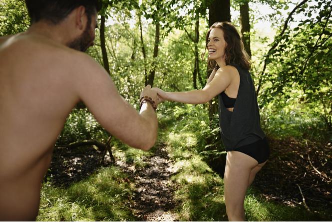 Секс в лесу с любимой девушкой фото 118-438