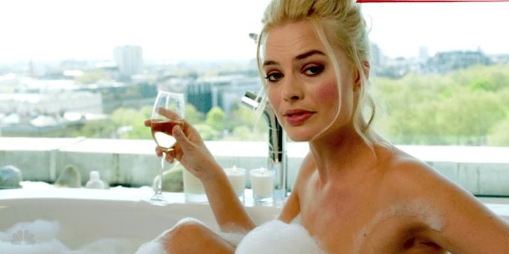 Фото №1 - Сара Андервуд воссоздала культовую сцену из «Игры на понижение» с голой Марго Робби в ванне