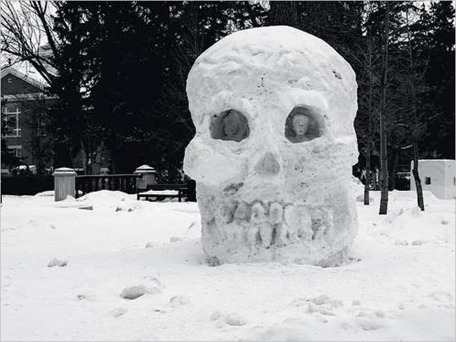 Череп из снега