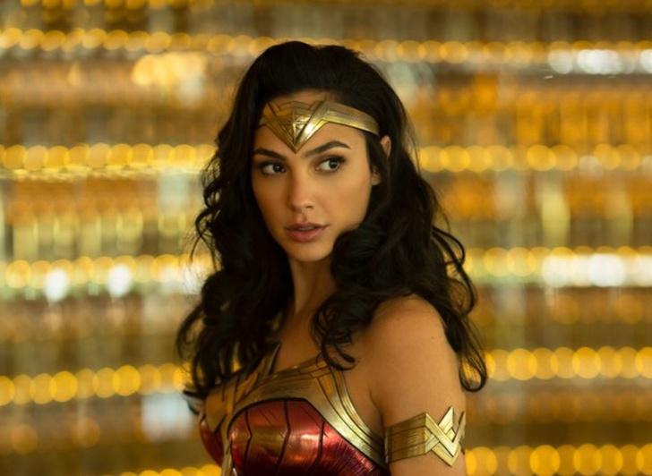 Фото №1 - Галь Гадот поделилась фотографией своего костюма для второй части «Чудо-женщины», и это надо видеть!