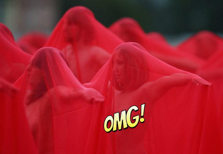 Фото №1 - Сотни голых людей позировали для масштабного фотопроекта прямо на улице!