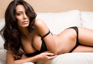Антипохмельная фотосессия №6. Итальянская модель Раффаэлла Модуньо: «Я занимаюсь сексом не для похудения, а только ради удовольствия!»