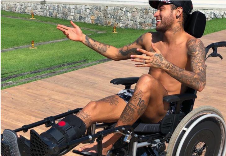 Фото №1 - Бразильский футболист Неймар диким способом почтил память умершего Хокинга