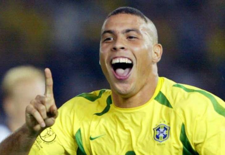 Фото №1 - Роналдо сегодня сорок три. Вспомним его лучшие голы