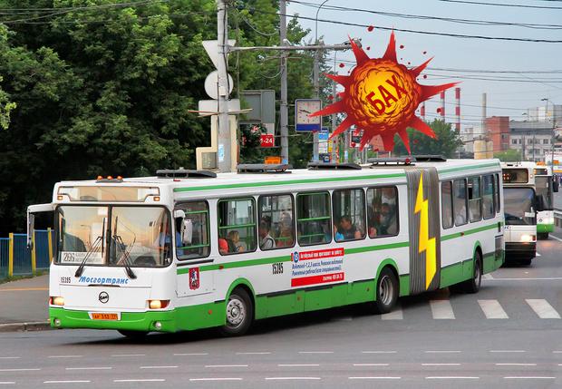 Фото №1 - Вот что бывает, когда автобус-гармошку разрывает пополам! Видео!