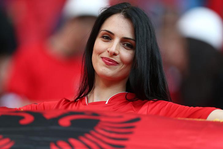 Фото №6 - Сексуальные фанатки Евро-2016 — единственный повод отвести взгляд с поля