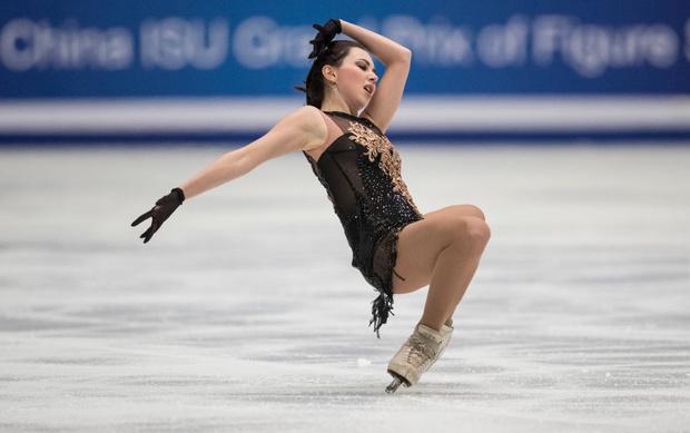Фото №1 - Знаменитая российская фигуристка исполнила «стриптиз» во время выступления (видео)