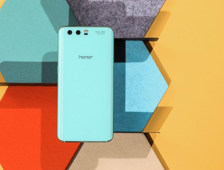 Фото №1 - В ожидании весны: ярко-голубой Honor 9 Premium