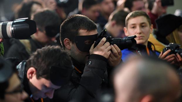 Фото №4 - Украинский футбольный тренер явился на пресс-конференцию в костюме Зорро (упоительные ФОТО + ВИДЕО)