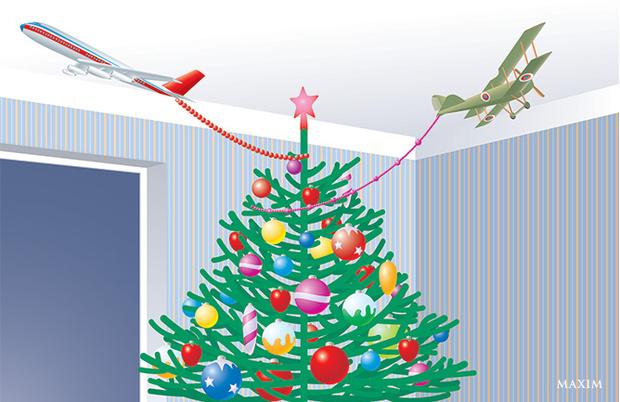 Игрушечные самолеты над елкой