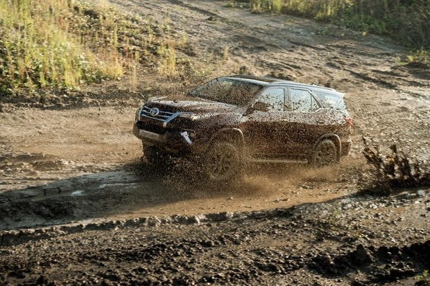 Фото №2 - Toyota Fortuner: с октября на всех бездорожьях страны!
