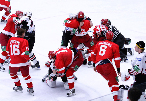 Фото №1 - 5 самых массовых драк в истории хоккея (видео)