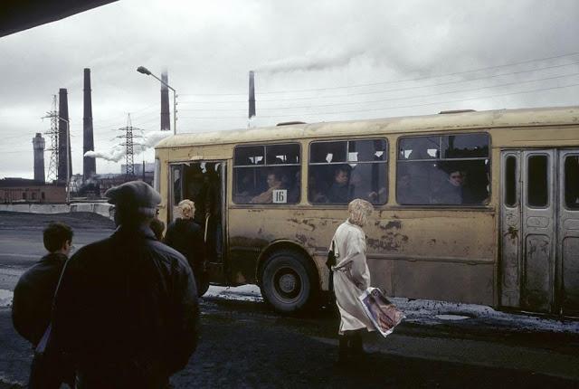 Автобусная остановка, Норильск, 1993