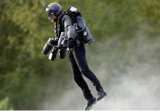 Реактивный костюм Jet Suit и другие мужские гаджеты месяца