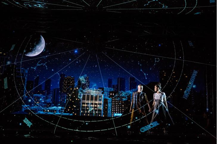 Фото №1 - Голограмма вместо декораций: премьера мюзикла «Саша Alex»