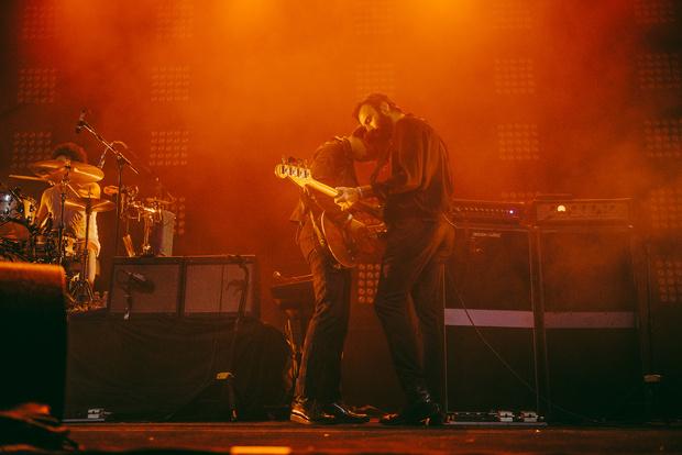 Фото №19 - «Один кучерявый — хорошо, трое — вообще огонь!» Что творилось на московском концерте The Kooks