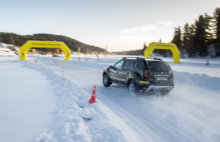 Фото №4 - Нефигурное катание: боком по льду на полноприводных Renault