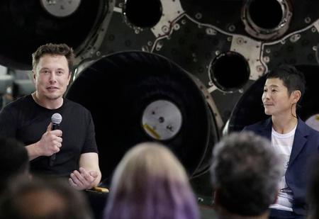 Илон Маск назвал имя первого путешественника вокруг Луны