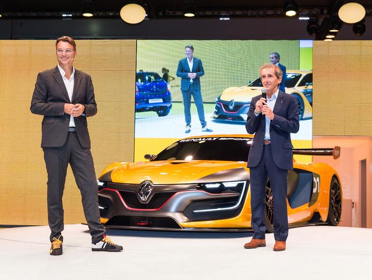 Фото №10 - Почему все следят за цветом кроссовок главного дизайнера Renault?