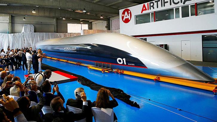 Фото №1 - В Испании представили прототип капсулы для пассажиров Hyperloop