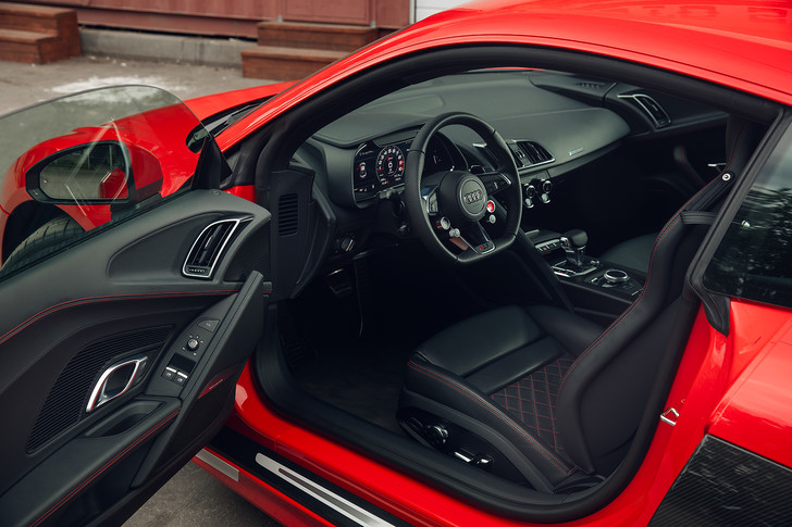 Фото №7 - Главный суперкар Баварии обновили. Мы об Audi R8, если что