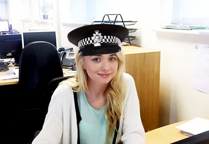 Девушка два года притворялась полицейским, чтобы портить свидания своему бывшему