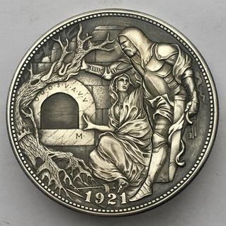 Ремесленник делает уникальные механические монеты