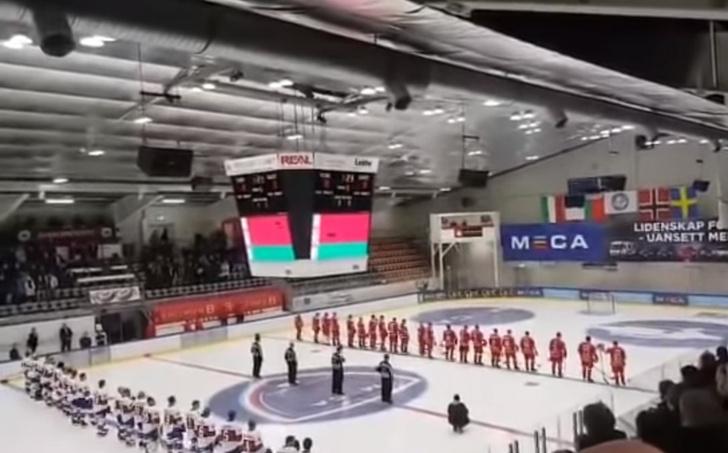Фото №1 - Конфуз недели: на хоккейном турнире вместо гимна Белоруссии поставили ретрохит (видео)
