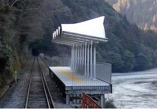 На первый взгляд это обычная станция железной дороги, но без входа, без выхода, без касс и без турникетов