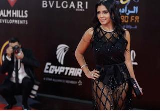 Египетскую актрису могут посадить с тюрьму за слишком откровенное платье