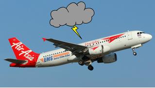 Аэрофобам не смотреть! У самолета сломался двигатель, и его трясет как стиральную машину