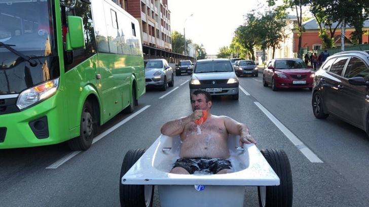 Фото №1 - Мужик из Тюмени помылся по дороге на работу (ВИДЕО)