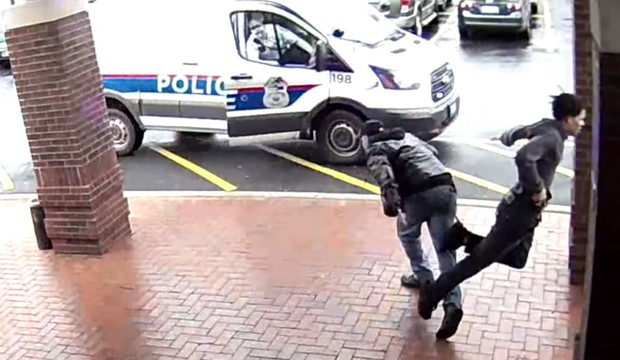 Фото №1 - Ловкий пенсионер подставил подножку убегавшему грабителю и помог поймать его! ВИДЕО как из боевика