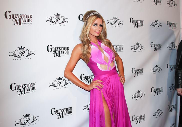 Фото №3 - Знаменитости поддержали новый тренд «вагино-платья»!