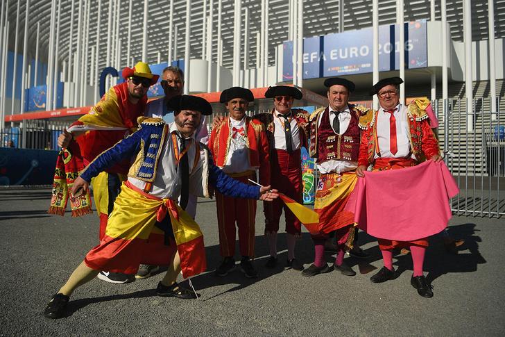 Фото №10 - Слепой испанец, бешеные ирландцы и Дед Мороз. Почему фанаты на Евро-2016 — это не только драки